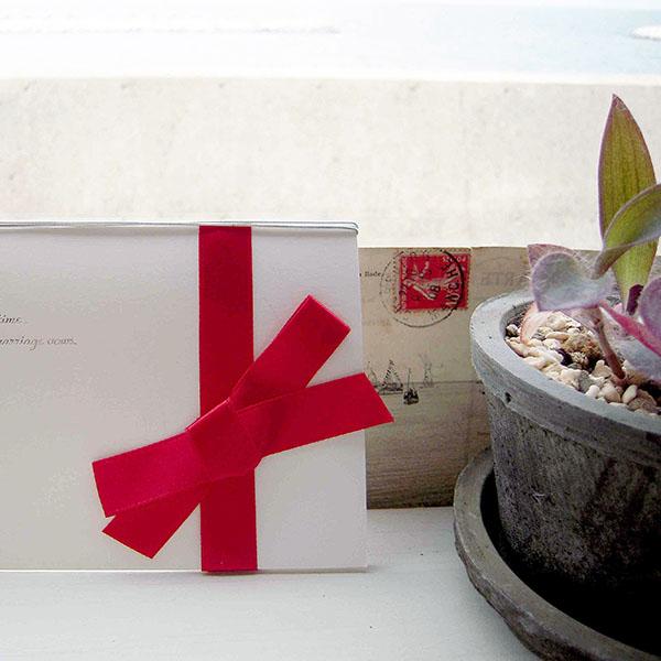 結婚式の招待状や列席者のテーブルに配置するメッセージカードをペーパーアイテムで自作する②